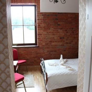 5 kambarys. Dvigulė lova + yra galimybė pristatyti lovelę pristatomą. + WC